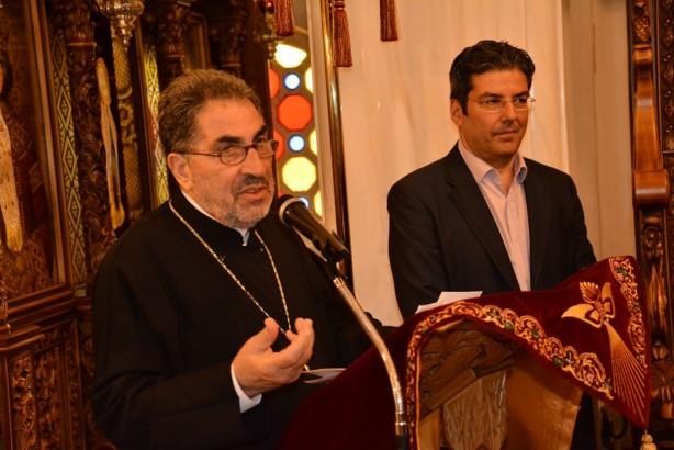 Ο πατήρ Ελευθέριος Κονάκας, μέλος του Συνδέσμου Κατοίκων, απαγγέλει ένα δικό του ποίημα για την Αγιά Σοφιά | Φωτογραφία: Δημοσθένης Τσαβδαρίδης