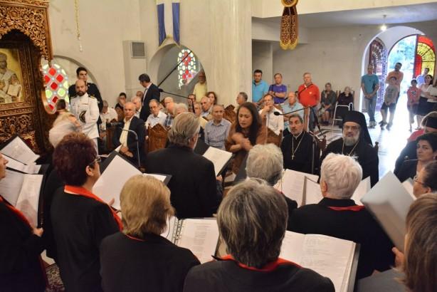 Η Χορωδία υπό τη διεύθυνση της κ. Σουγιουλτζή | Φωτογραφία: Δημοσθένης Τσαβδαρίδης
