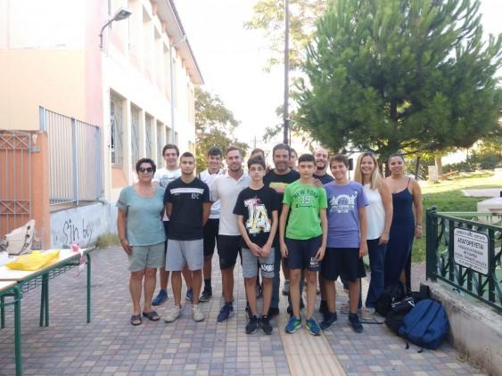 Με τον προπονητή Χρήστο Καλτσίδη και τα παιδιά της ομάδας μπάσκετ του ΑΟΜ Πυλαίας.