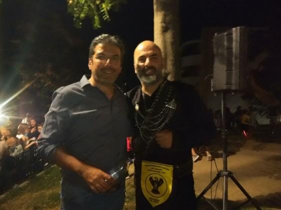 Ο Πρόεδρος του Συνδέσμου Κατοίκων Συνοικισμού Κωνσταντινουπολιτών Γιάννης Κεσσόπουλος με τον χοροδιδάσκαλο της Καλλτεχνικής Στέγης Ποντίων Γιώργο Μιχαηλίδη.